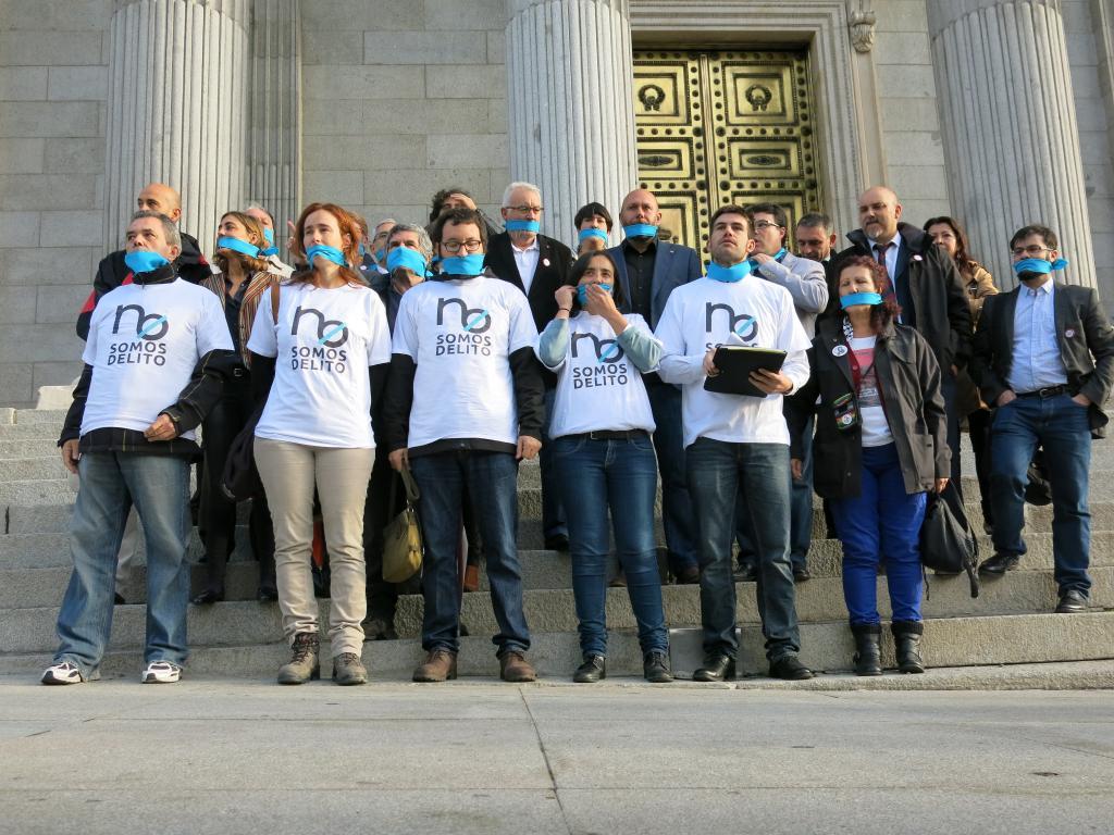 Movimientos sociales y ayuntamientos se reúnen para impulsar la Red de Ciudades Libres de Mordazas