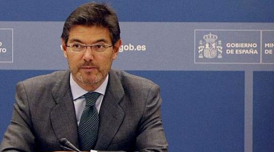 Catalá recoge un testigo cargado de polémicas