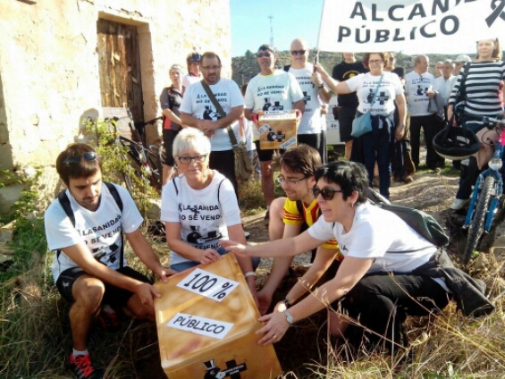 La «Marcha a Uesca por la sanidad» pone la primera piedra de un Hospital Público para Alcanyiz