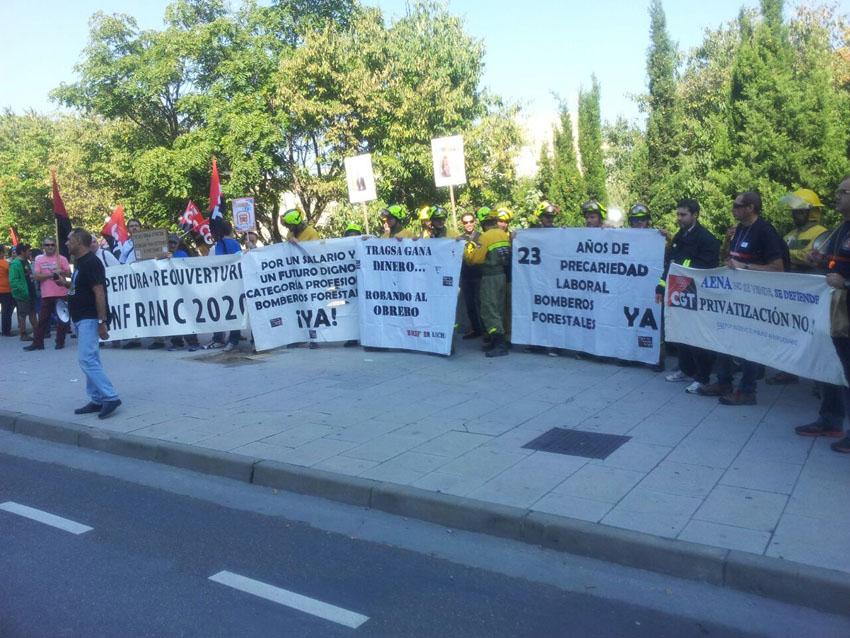 La plantilla de la BRIF Daroca se concentra en defensa de sus reivindicaciones junto a trabajadores del ferrocarril y Sarga
