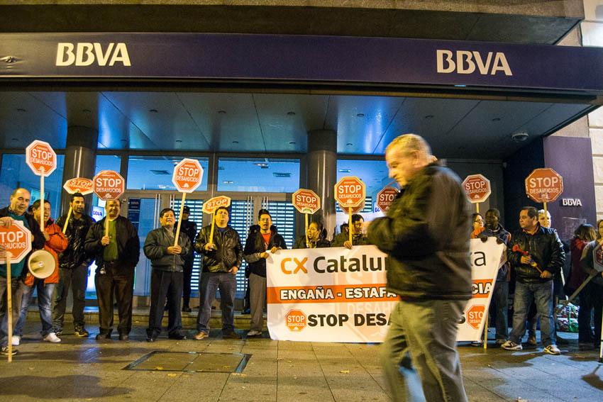 Stop desahucios localizar sus protestas ante la oficina for Oficina catalunya caixa