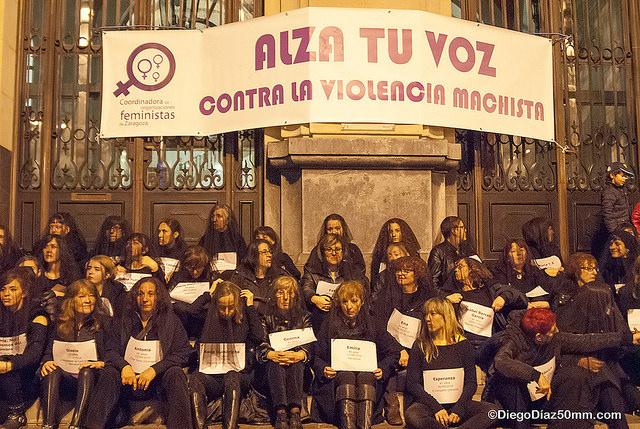 Cientos de personas recuerdan en Aragón a las víctimas de la violencia machista