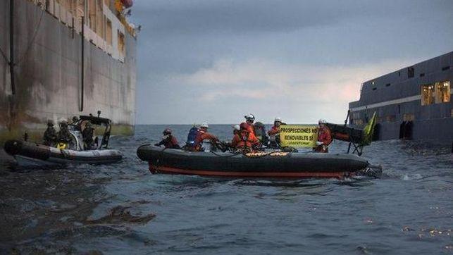 Repulsa y condena ante la violenta agresión de la Armada española a activistas de Greenpeace en Canarias