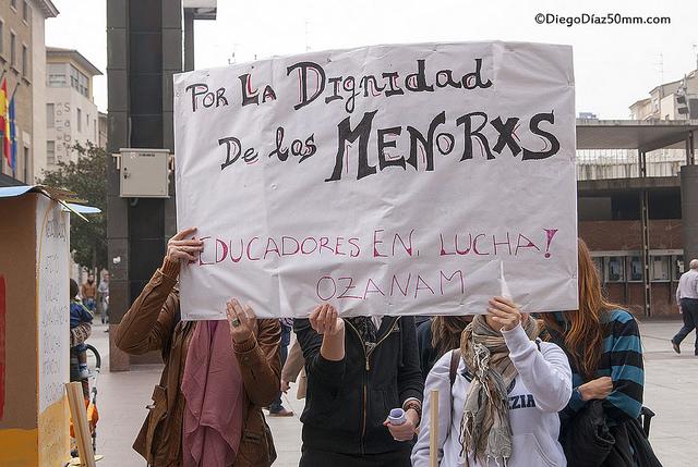 El colectivo de educadores de Pisos Tutelados se concentra contra los recortes de la DGA