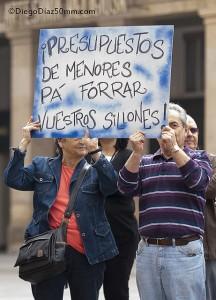 Protesta del COA frente al Ayuntamiento. Foto: Diego Díaz (AraInfo)