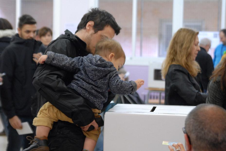 Casi dos millones de personas han votado en la consulta de Catalunya hasta las 18.00 horas