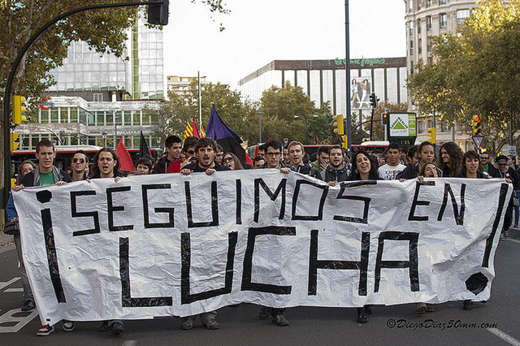Jornada nocturna de encierro estudiantil en la Universidad de Zaragoza