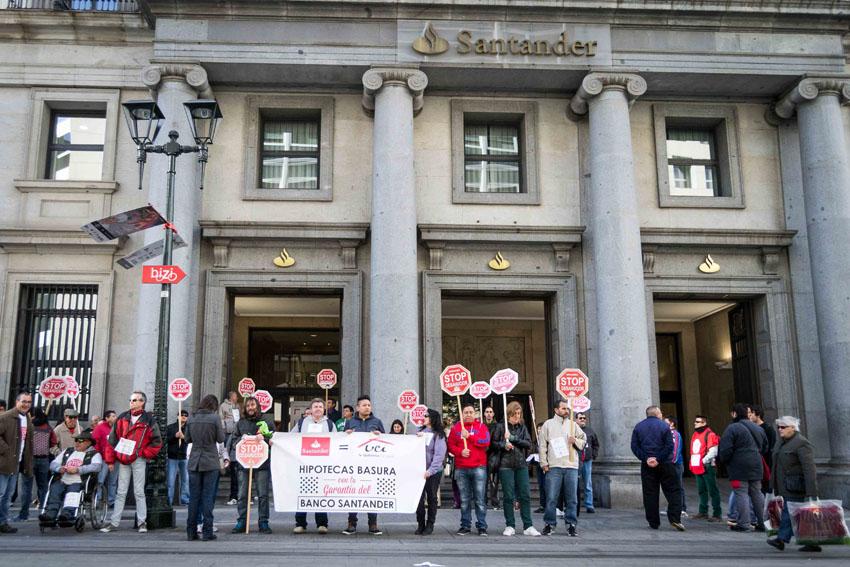 La PAH se moviliza contra las políticas abusivas de UCI-Santander