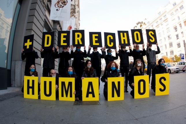 Performance de No Somos Delito contra la Ley Mordaza en el Congreso en 2014. Foto: Juan Zarza (Diso Press)