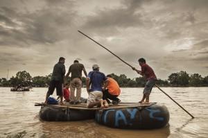 El río Suchiate, en la frontera entre México y Guatemala. Los migrantes centroamericanos cruzan este paso en balsas. Es el principio de un durísimo viaje en territorio mexicano. Foto: Imagen del documental de MSF Éxodos.