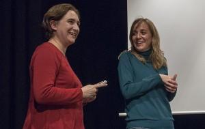 Ada Colau y Tania Sánchez durante la entrevista con AraInfo y Diagonal. Foto: Diego Díaz (AraInfo)
