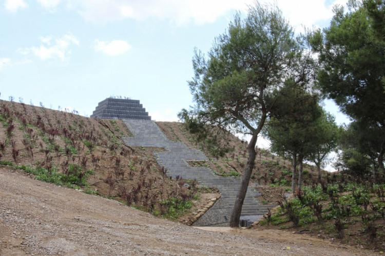 El Chustizia d'Aragón se interesa por la protección patrimonial de los cementerios en Uesca
