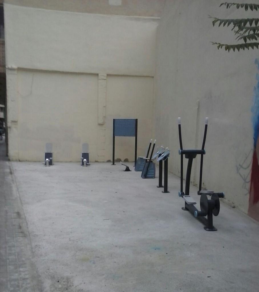 El barrio de San José en Zaragoza estrena un gimnasio intergeneracional al aire libre