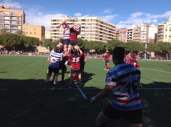 Contundente derrota del Fénix en su visita al CAU Valencia