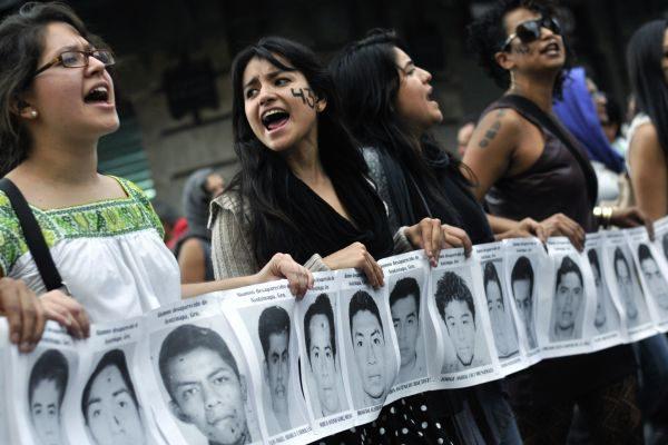 México: casi un año del nuevo gobierno y las familias de Ayotzinapa siguen esperando justicia