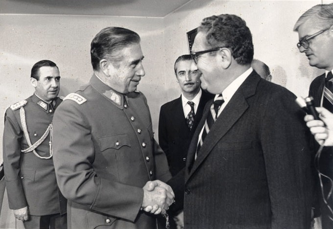 Piden cárcel para Kissinger por crímenes de guerra en Vietnam, Laos, Camboya y Chile
