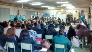150 personas participaron en la asamblea celebrada en el CEIP Cándido Domingo.