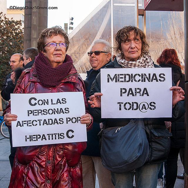 """Una concentración en Zaragoza exige """"soluciones ya"""" para pacientes de Hepatitis C"""