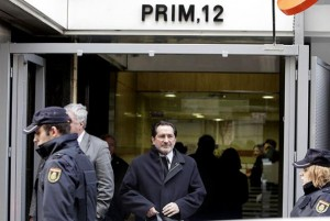 Moral Santín, saliendo de la sede de la Audiencia Nacional en la calle Prim de Madrid. Foto: David Fernández (Diagonal)