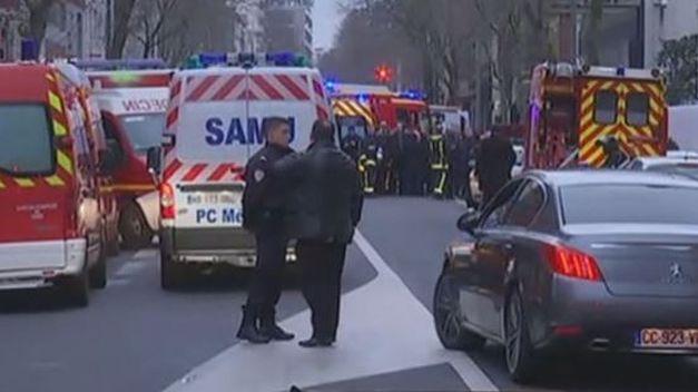 Muere una policía en un nuevo tiroteo en el sur de París