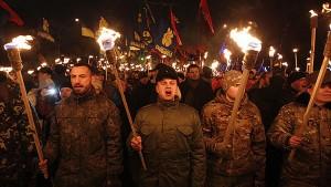 Fascistas de Svodoba durante la marcha en Kiev.