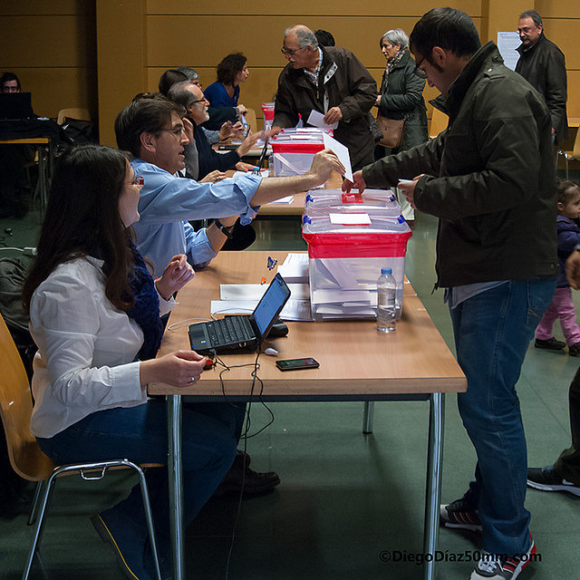 Masiva participación en la jornada de votación presencial para las primarias de Ganemos Zaragoza