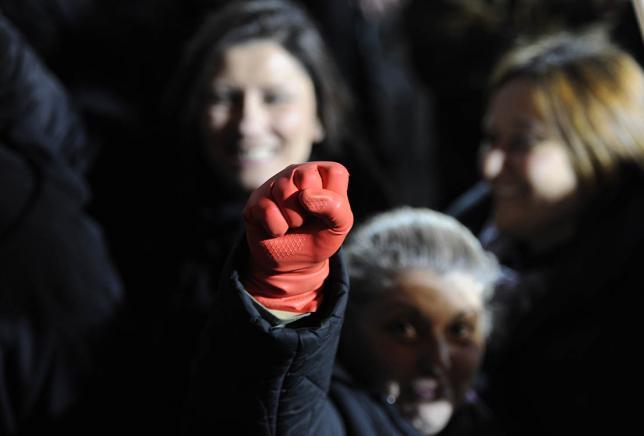 Miles de griegos salen a la calle en apoyo al Gobierno de Syriza tras el chantaje del BCE