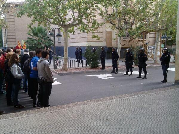 Dos jóvenes se enfrentan a 7 meses de cárcel por participar en una huelga estudiantil
