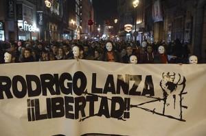 Manifestación en 2011 en Zaragoza por la libertad de Rodrigo Lanza y el resto de condenados por el 4F. Foto: AraInfo
