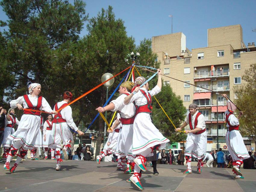Los dances de La Almolda y los Danzantes de San Asensio de La Rioja, invitados en el XIV Encuentro de Dances Barrio de San José