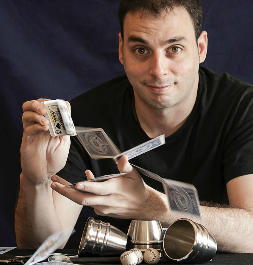 Magia de Cerca con Sergio Cisneros en El Sótano Mágico