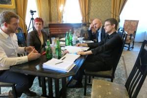Snowden y los parlamentarios suecos en su encuentro en Moscú. Foto: Fundación Right Livelihood Award