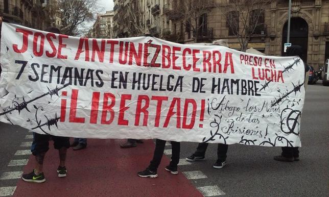 Zaragoza se concentra en solidaridad con los presos en huelga de hambre José Antúnez y Javier Guerrero