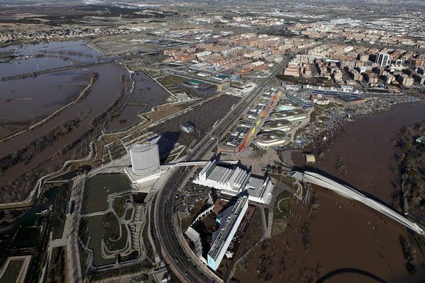 Miles de animales podrían morir ahogados en granjas por los desbordamientos del río Ebro