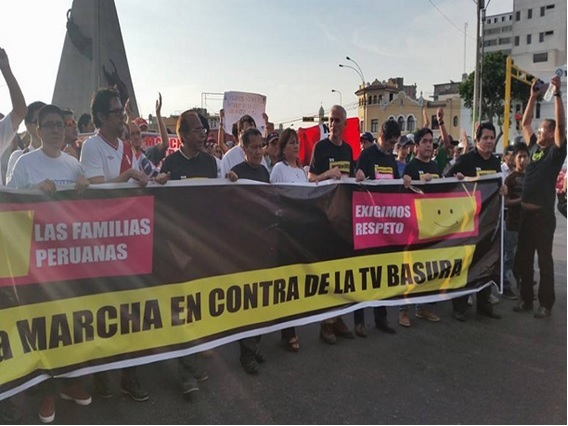Marcha en Perú contra la TV basura