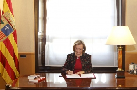 La Presidenta Rudi  firma el decreto de convocatoria de elecciones a Cortes de Aragón para el 24 de mayo
