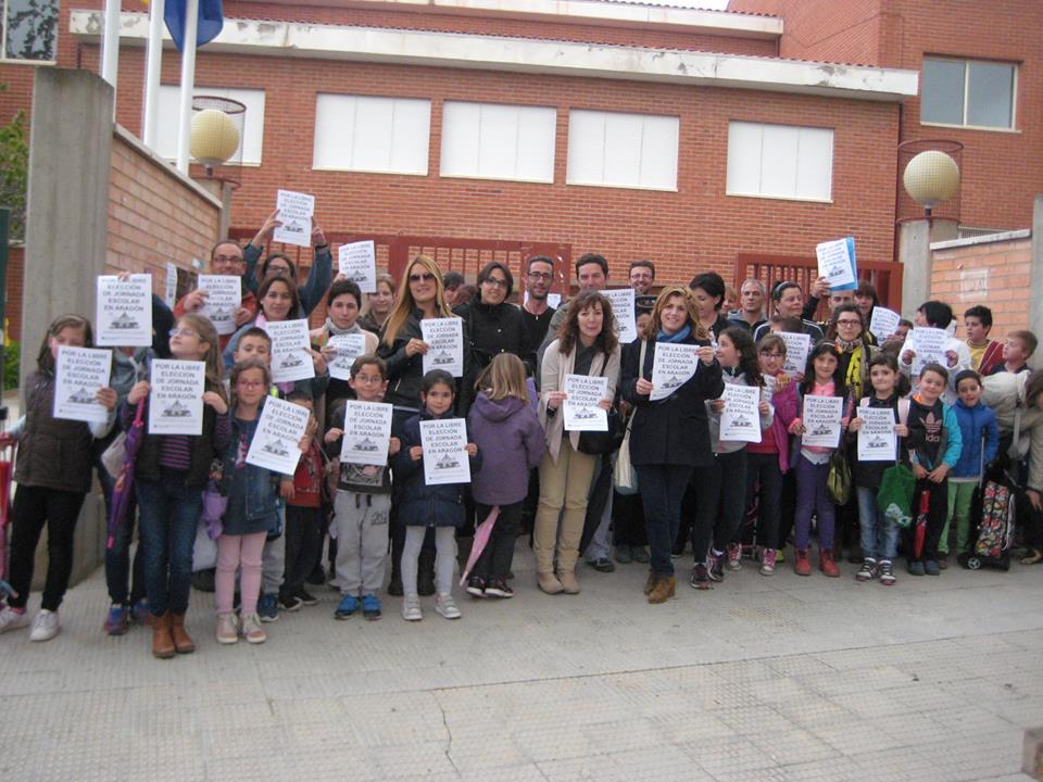 Varias concentraciones reclaman la libre elección de jornada escolar en Aragón
