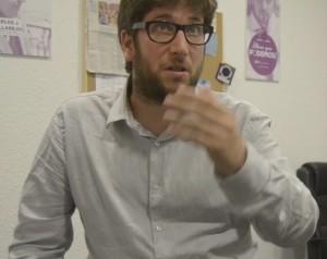 Miguel Urban, en la sede de Podemos en Zaragoza. Foto: AraInfo