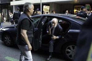 Rodrigo Rato llegando a su casa. Foto: Irene Lingua (Diso Press)