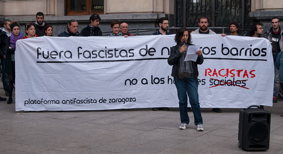 """Organizaciones y tejido vecinal de Zaragoza se manifiestan contra los """"hogares sociales neonazis"""""""