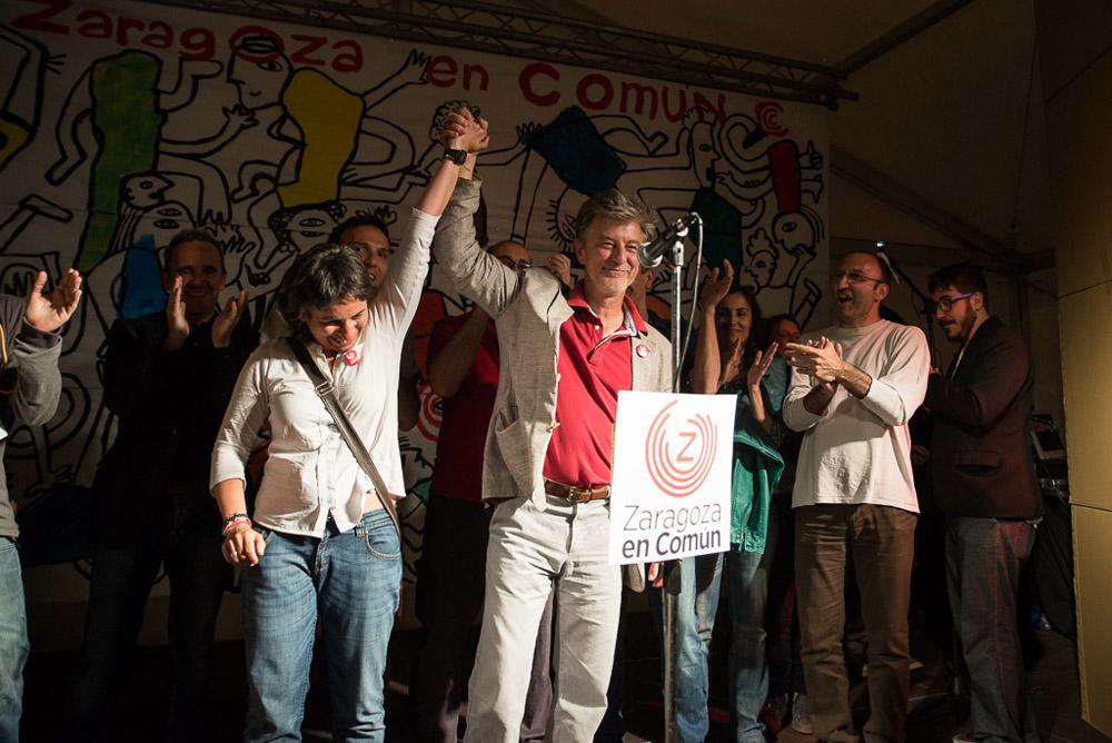 Santisteve, Broto y el resto de candidatos y candidatas de ZeC celebrando los resultados. Foto: Pablo Ibañez (AraInfo)