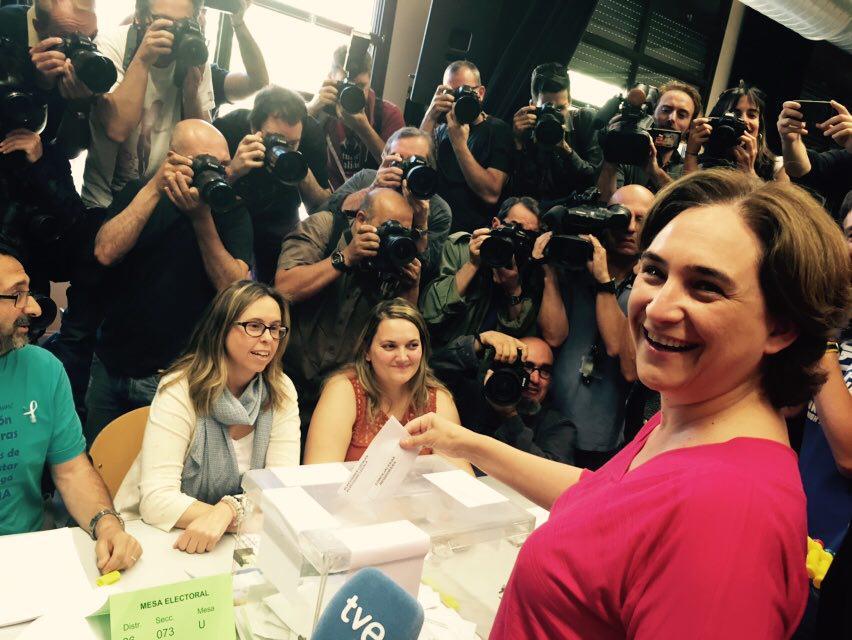 Ada Colau contará con el apoyo de ERC y con un voto de la CUP