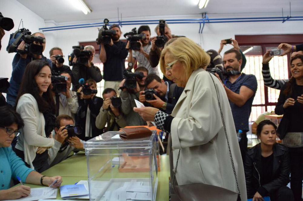 """Carmena creará una oficina antidesahucios y asegura que hablará """"persona a persona"""" para formar gobierno en Madrid"""