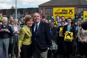 Nicola Sturgeon y su predecesor Alex Salmond celebrando los resultados. Foto: NSP