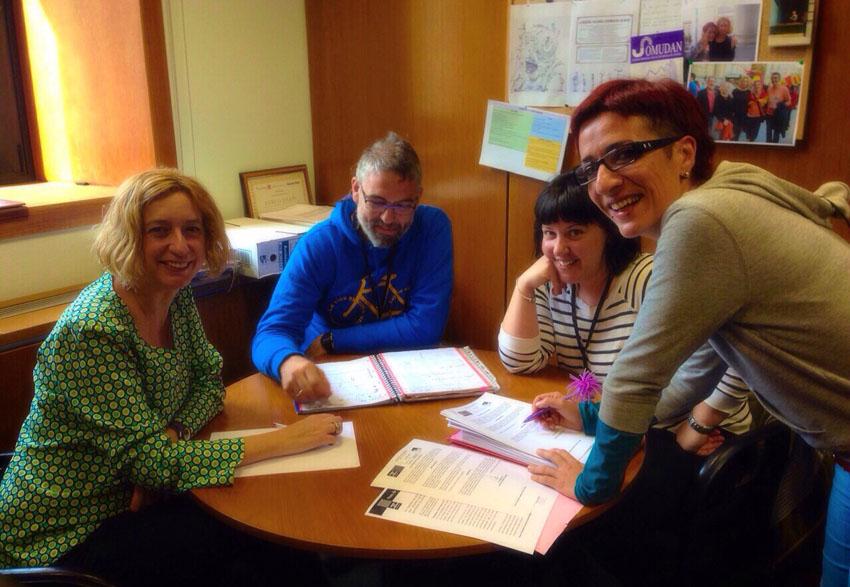 La plantilla del centro de menores de Juslibol inicia contactos con los partidos políticos