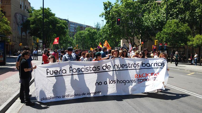 """Medio millar de personas se manifiestan en Zaragoza contra los """"hogares sociales neonazis"""""""