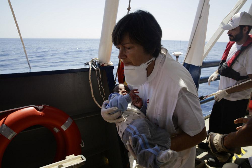 Los equipos de Médicos Sin Fronteras rescatan a casi 1.000 personas en el Mediterráneo en tres días