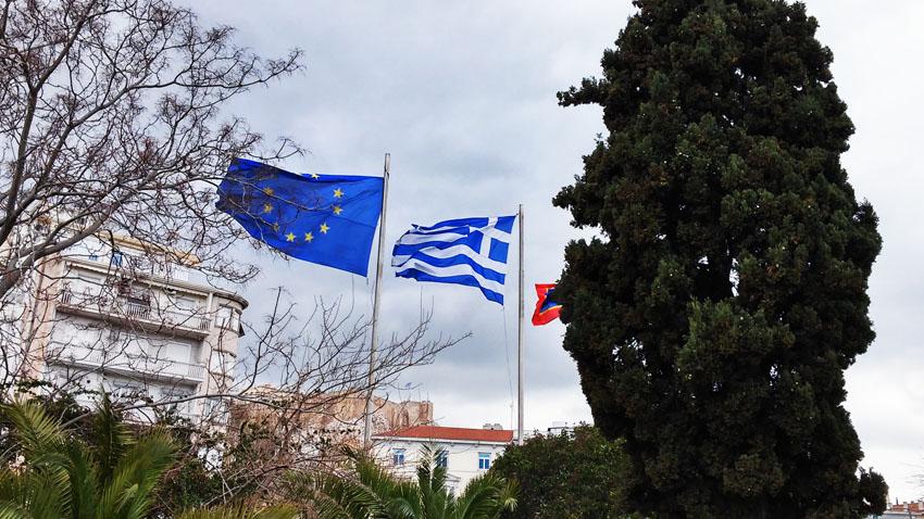 """Grecia anuncia la apertura de los bancos para este lunes y el Eurogrupo un """"principio de acuerdo"""" para un préstamo de 7.000 millones"""
