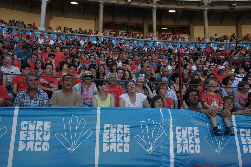 """Decenas de miles de personas llenan de color Euskal Herria por el """"derecho a decidir"""""""