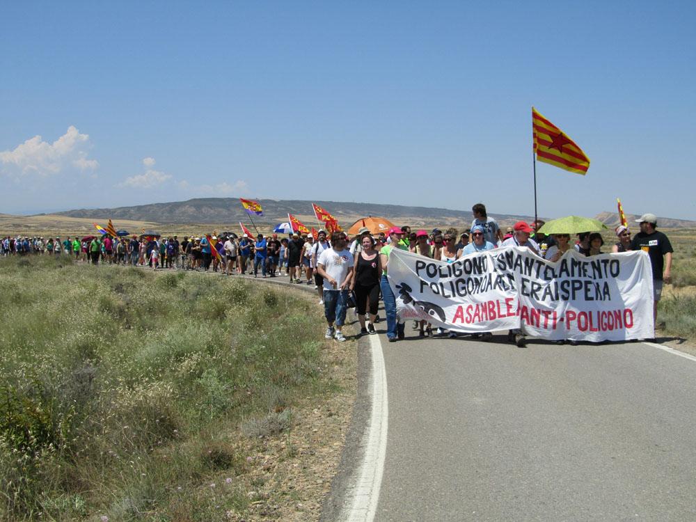 800 personas marchan por la desmilitarización de las Bardenas Reales